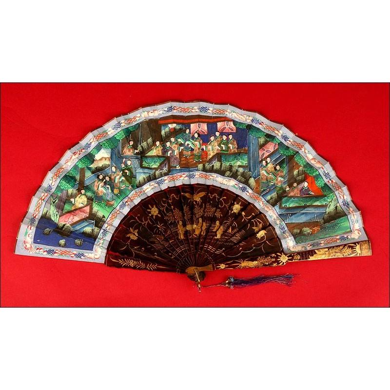 Antiguo Abanico Chino de las Mil Caras, en Madera Lacada y decorada. Siglo XIX