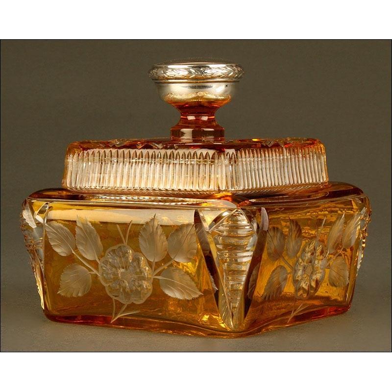 Antigua Bombonera en Cristal de Bohemia Tallado y Pomo de Plata Maciza