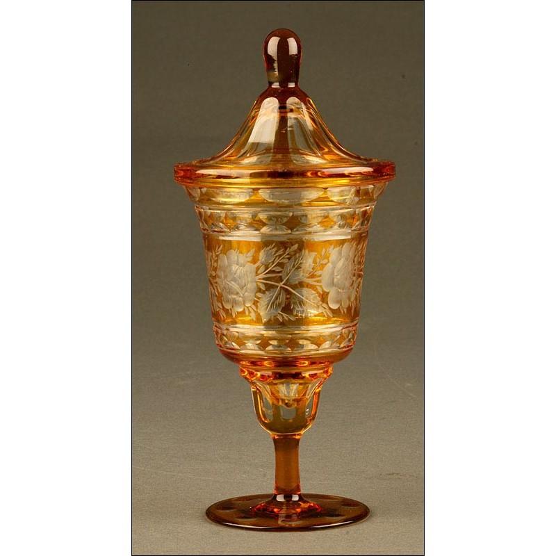 Preciosa Copa de Cristal de Bohemia Tallada a Mano. Realizada en Cristal Bicolor y con Tapa