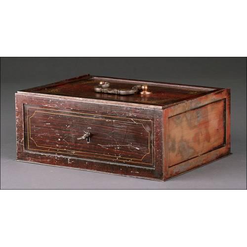 Caja de Caudales Europea de mediados Siglo XX. Con Acabado que Imita Madera de Caoba