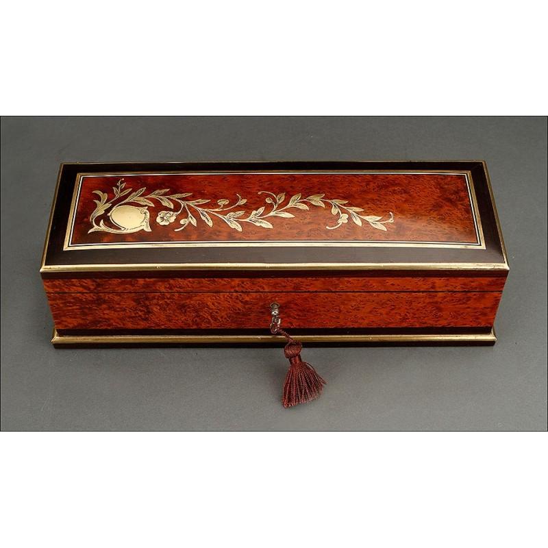 Fantástica Caja para Guantes Antigua con Marquetería y Capitoné. Francia, Siglo XIX