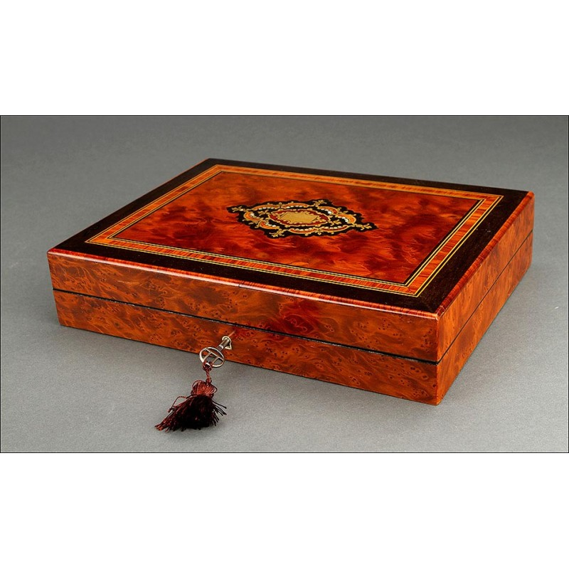 Antigua Caja de Juego con Decoración de Taracea Original. Francia, Siglo XIX