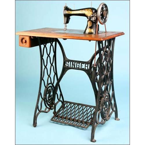 Antigua máquina de coser Singer. Pp. S. XX