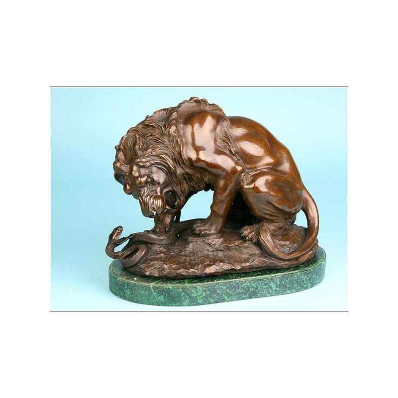 """""""El león y la serpiente"""" de Antoine-Louis Barye. Bronce"""