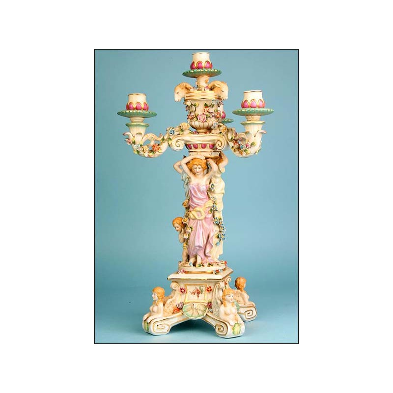 Gran candelabro de porcelana china.