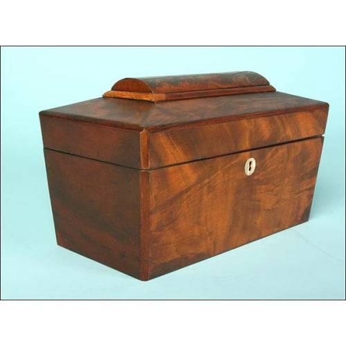 Caja de té madera nogal boca llave madre perla, C.XIX.