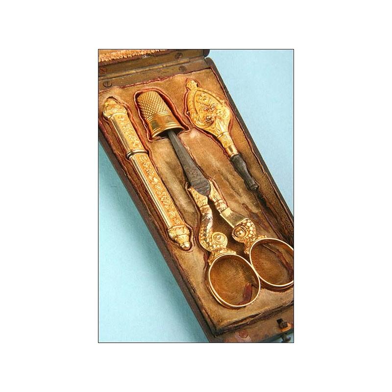 Neceser de costura antiguo en oro macizo de 18K , Francia, 1820