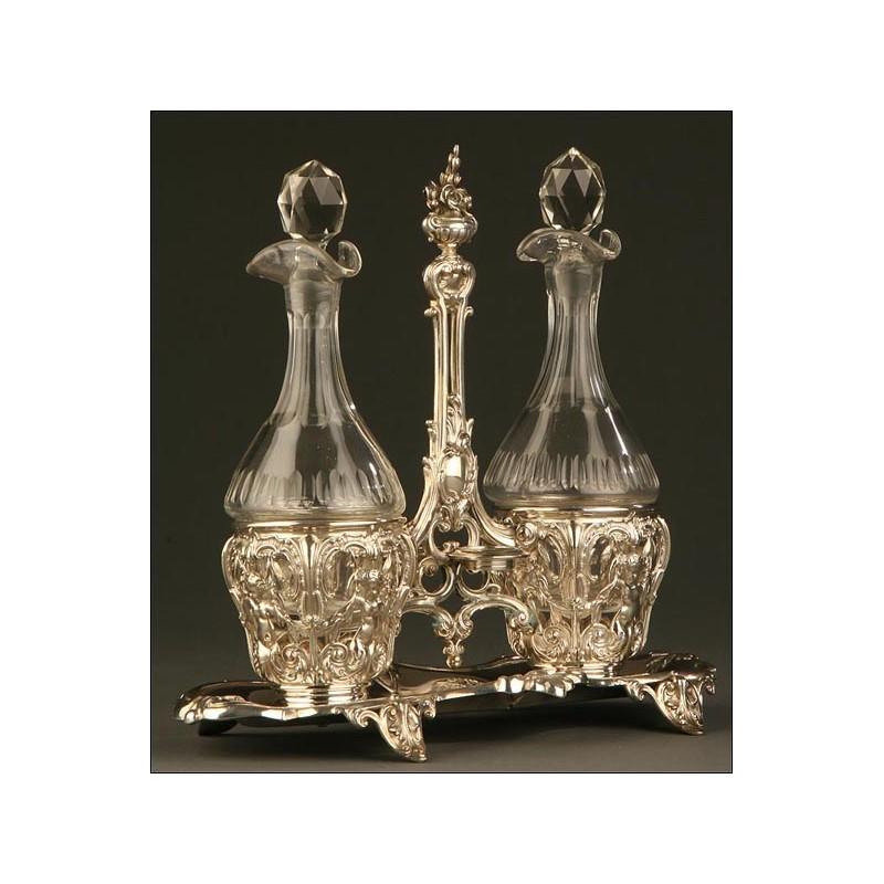 Conjunto de Vinagreras Francesas del Siglo XIX en Plata Maciza Repujada y Cristal Prensado Original.