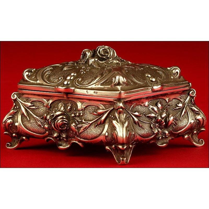 Precioso Joyero de Plata Maciza Fabricado en Alemania en el Siglo XIX.