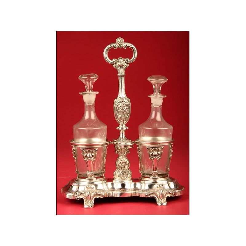 Fantásticas Vinagreras Francesas en Vidrio Soplado con Decorativo Soporte en Plata Maciza. Principios s.XIX