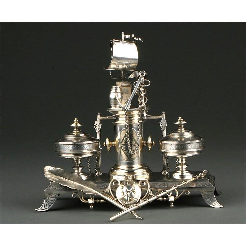 Impresionante Escribanía de Plata Maciza, Circa 1900. De Estilo Modernista y Gran Elegancia. 1070 gramos
