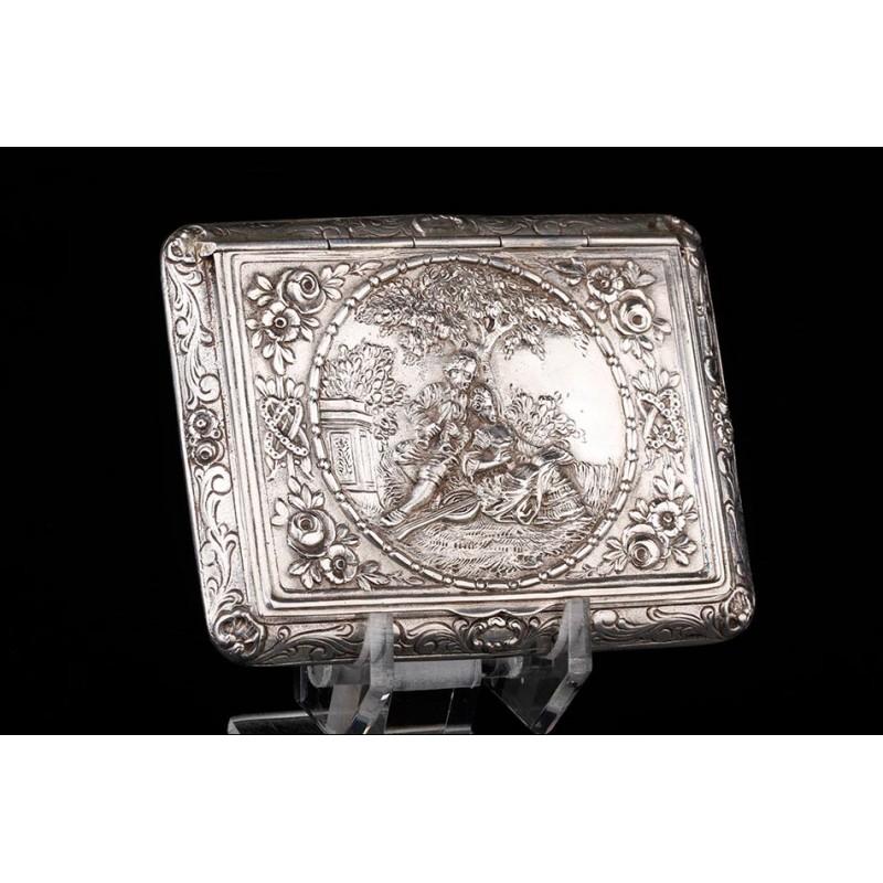 Encantador Pastillero Antiguo de Plata Maciza con Relieves. Alemania, Siglo XIX