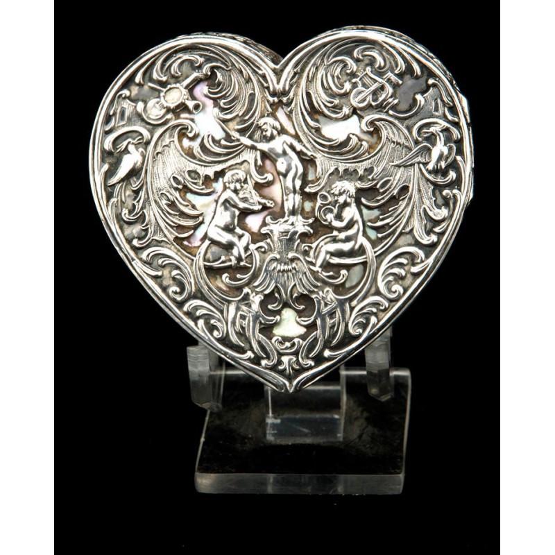 Magnífica cajita de rapé francesa en plata maciza y en forma de corazón.