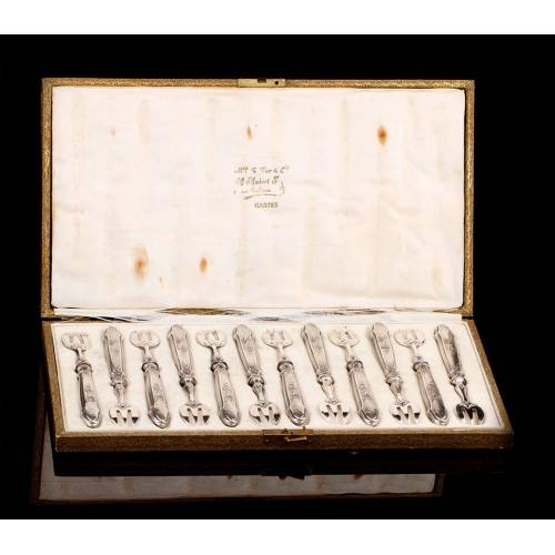 Cubertería de Plata Maciza con Doce Tenedores para Ostras. Francia, Ppios. Siglo XIX