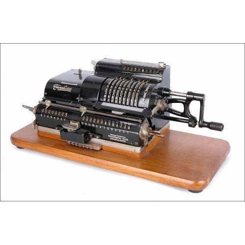 Preciosa Calculadora Antigua Triumphator C Funcionando Bien. Alemania, Años 20