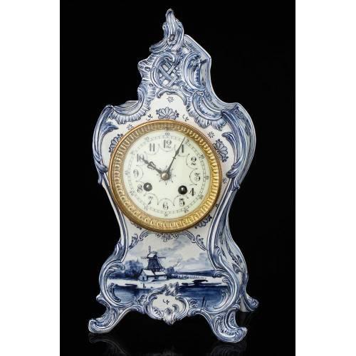 Antiguo Reloj de Sobremesa de Porcelana con Maquinaria París. Francia, Siglo XIX