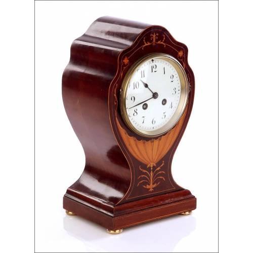 Raro Reloj de Sobremesa Antiguo de Caoba y con Marquetería. Francia, Siglo XIX