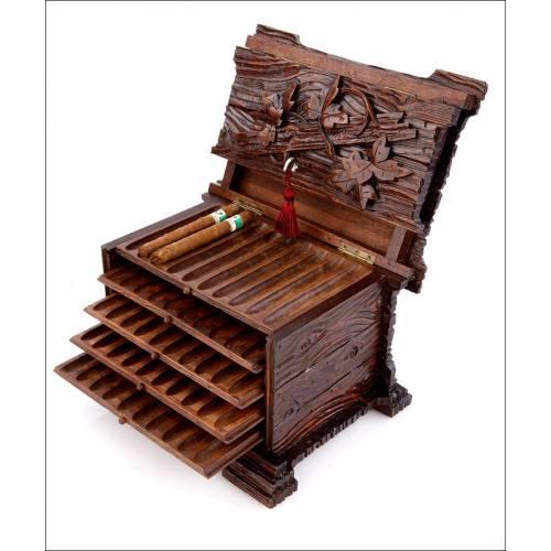 Antiguo Humidor de Cigarros Tallado a Mano Estilo Selva Negra. Fabricado en el Siglo XIX