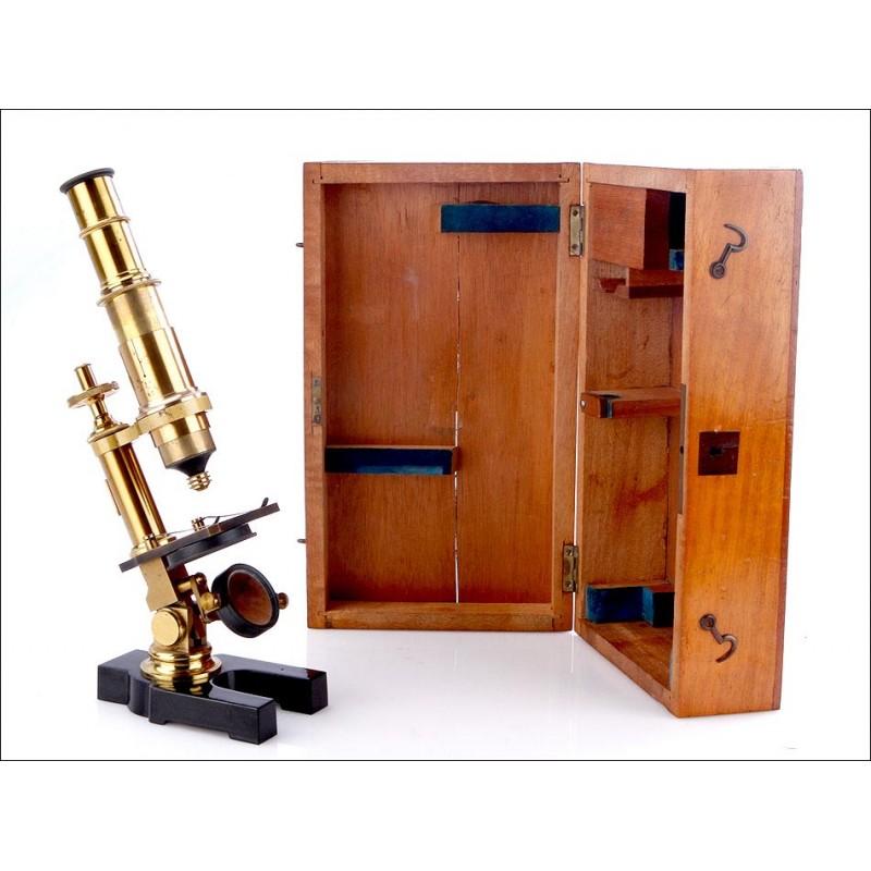 Antiguo Microscopio Compuesto de Latón Dorado. En Funcionamiento. Circa 1880
