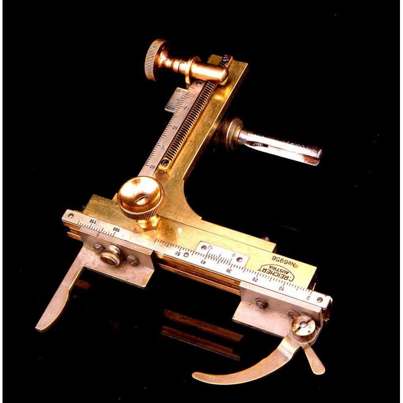 Antiguo Sistema de Ajuste Micrométrico para Microscopio C. Reichert. Austria, Circa 1920