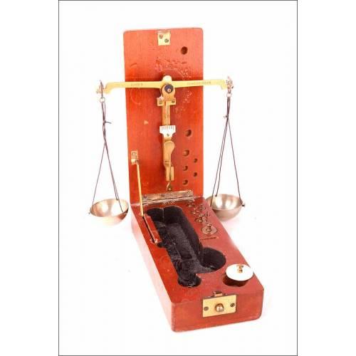 Antigua Balanza de Precisión Portátil para Joyería o Farmacia. Principios del Siglo XX