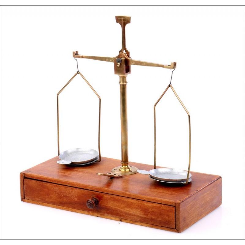 Antigua Balanza de Precisión con Juego de Pesas Completo. Circa 1910