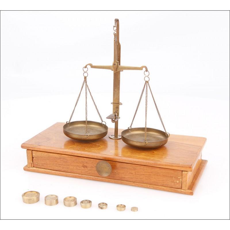Antigua Balanza de Precisión con Juego de Pesas Completo. Fabricada en la 1ª Mitad del S. XX