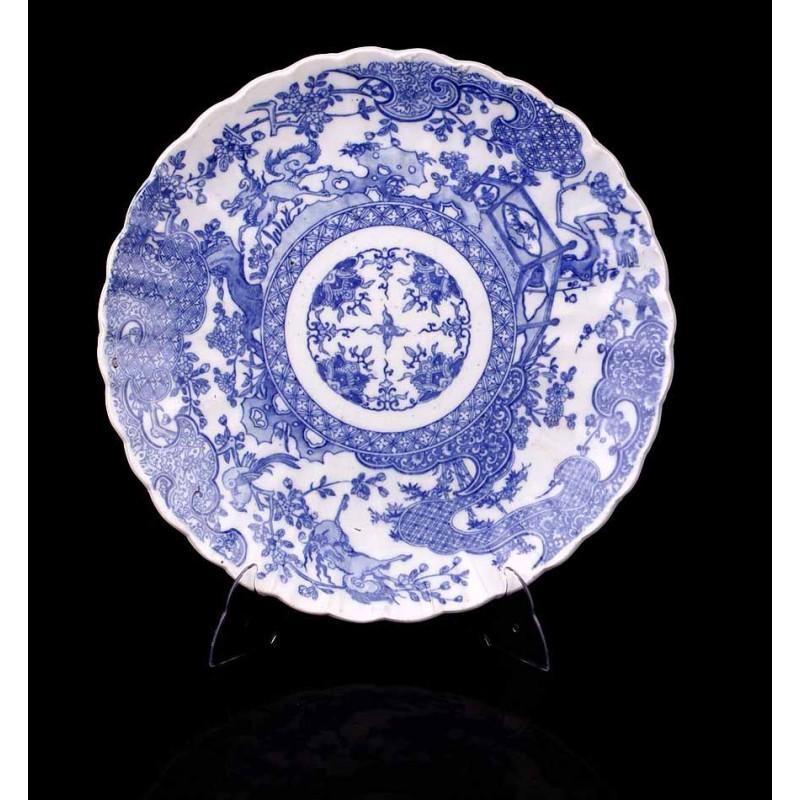 Antigua Bandeja de Porcelana de Gran Tamaño Decorada a Mano. China, Ppios. S. XX