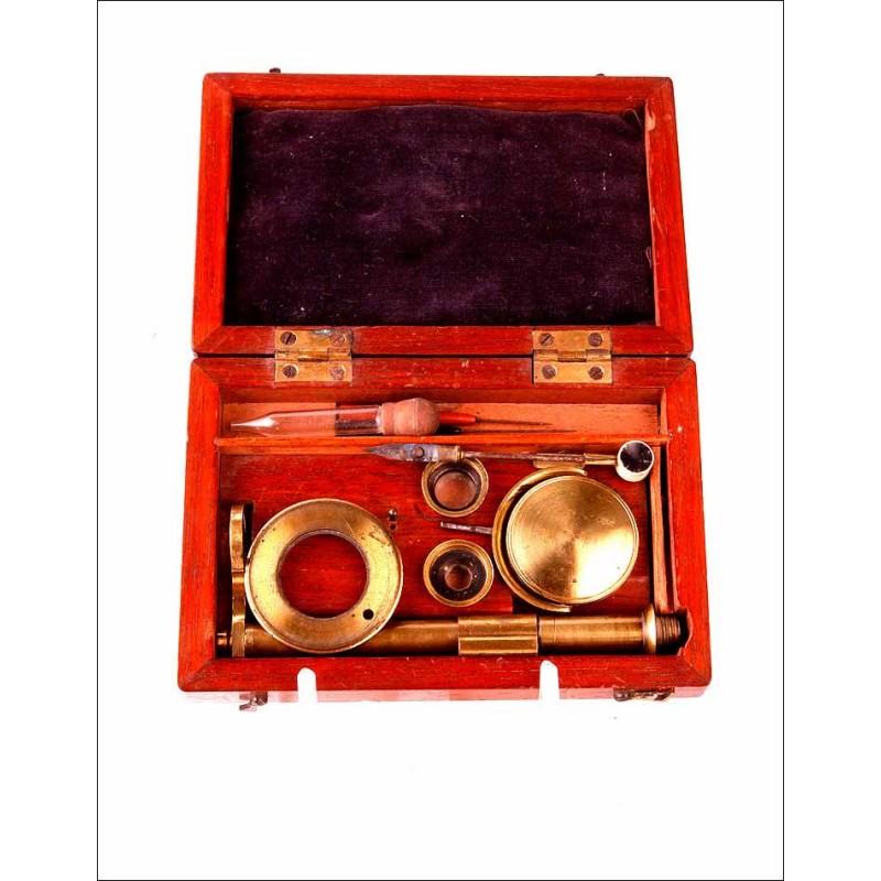 Antiguo Microscopio de Bolsillo o de Campo con Estuche Original. Fabricado Circa 1850