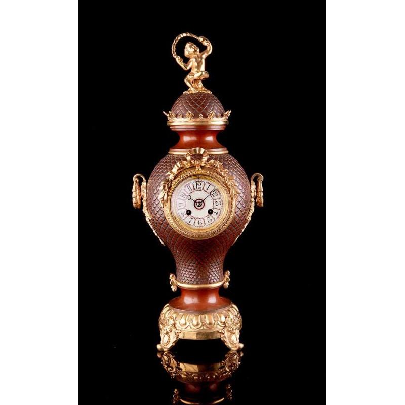 Elegante Reloj Antiguo de Sobremesa Tipo Ánfora. Funcionando. Francia, 1900