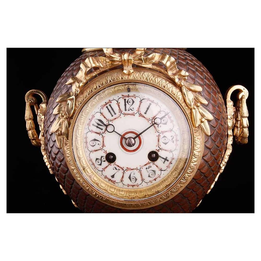 Reloj antiguo de sobremesa de p ndulo bronce tipo nfora - Relojes de sobremesa antiguos ...