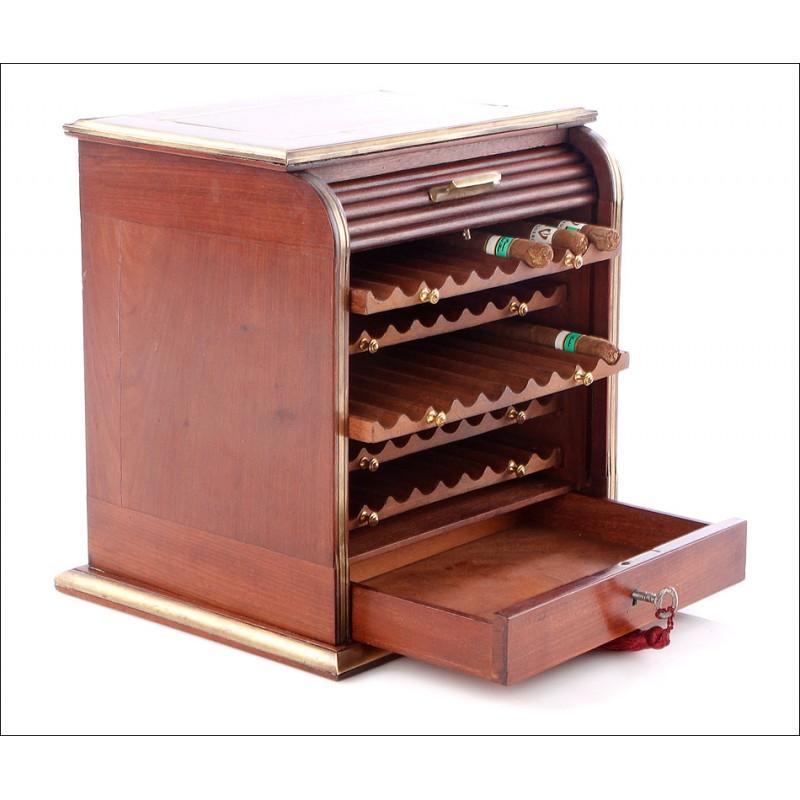 Humidor Antiguo para Cigarros. Caoba. Principios del Siglo XX
