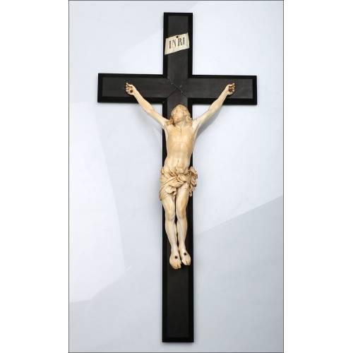 Gran Cristo Antiguo de Marfil, Circa 1800. CITES