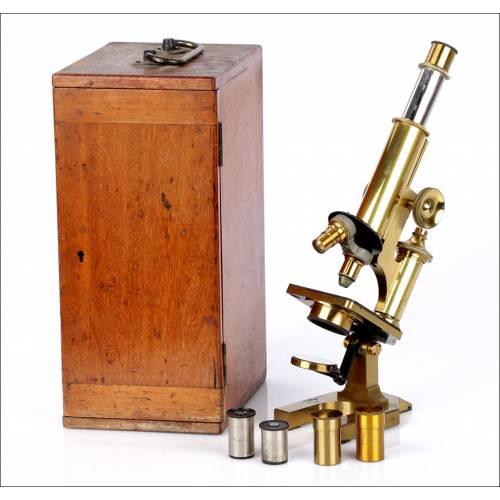 Antiguo Microscopio de Latón R. & J. Beck. Inglaterra, Circa 1900