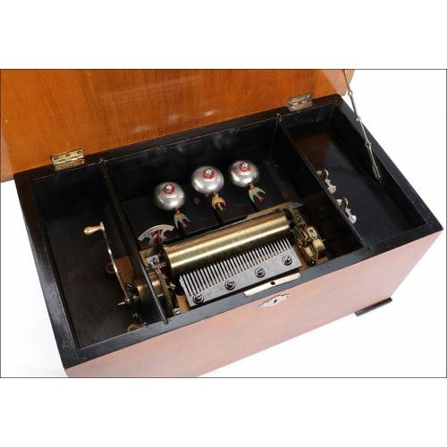 Antigua Caja de Música con Golondrinas Autómatas. Suiza, Siglo XIX. 10 Melodías