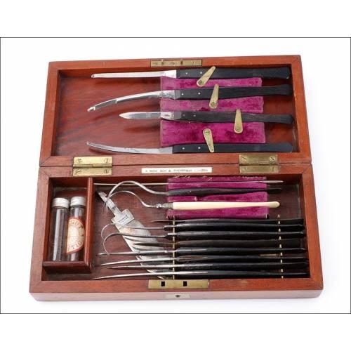 Antiguo Estuche de Instrumental para Cirugía Oftalmológica. Inglaterra, 1870-1901
