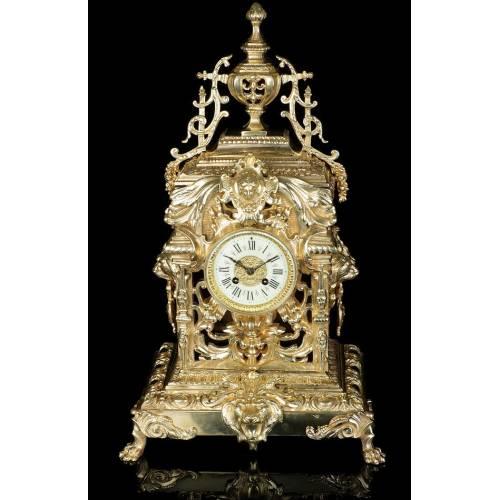 Antiguo Reloj de Sobremesa de Bronce con Asas de León. Francia, Circa 1900