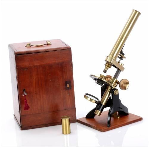 Microscopio Compuesto Antiguo. Inglaterra, Circa 1880