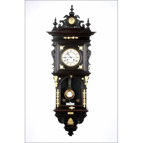 Antiguo Reloj de Pared con Apliques Dorados. Alemania, Circa 1900