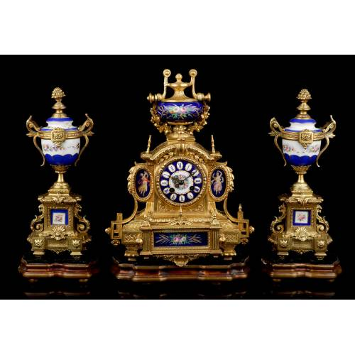 Antiguo Reloj de Sobremesa en Calamina dorada con Guarnición. Francia, 1870