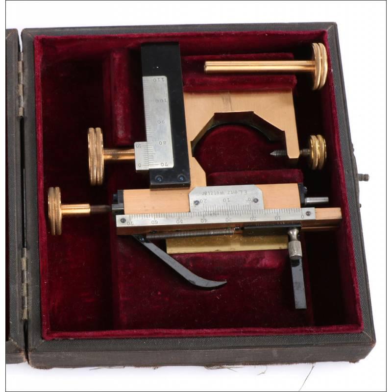 Antigua Pletina Mecánica para Microscopio Leitz. Alemania, Circa 1900