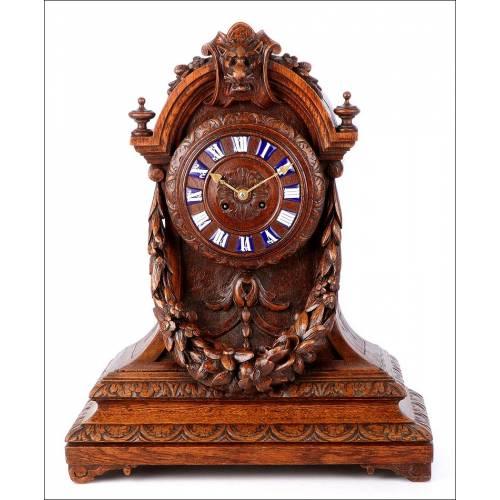 Antiguo Reloj de Sobremesa en Madera de Roble Tallada a Mano. Francia, Circa 1870
