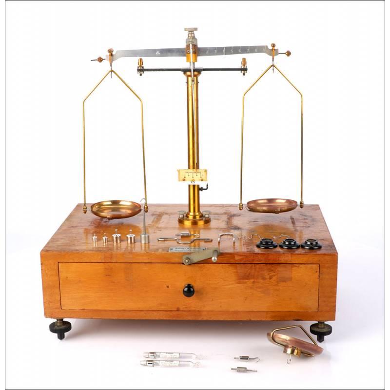 Antigua Balanza de Precisión para Laboratorio. Alemania, Años 60