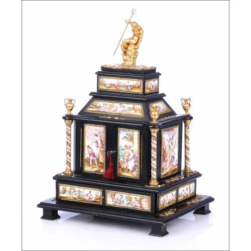 Antiguo Joyero Austriaco Forrado de Esmaltes Vieneses. Austria, Circa 1850