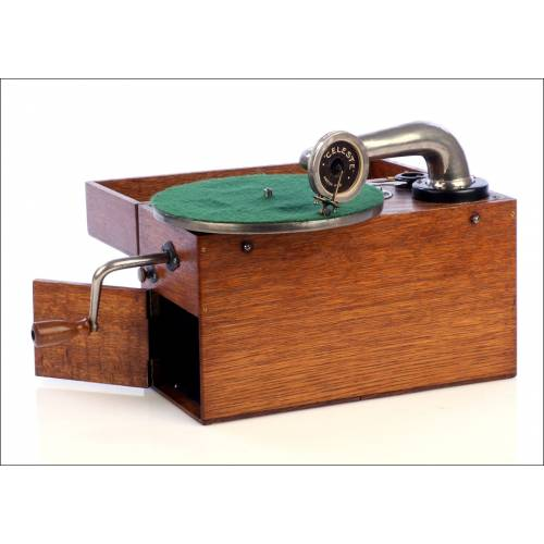 Antiguo Gramófono de Trinchera Celeste. Inglaterra, Años 20.