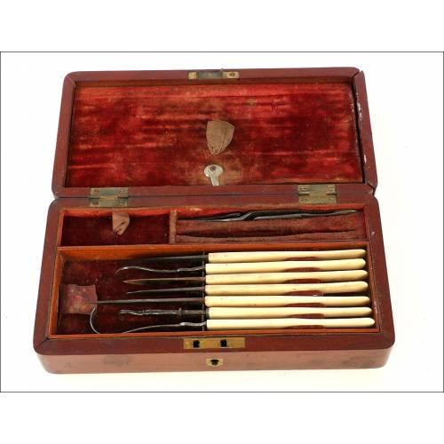 Antiguo Estuche Medico de Bolsillo para Cirugía. Circa 1880