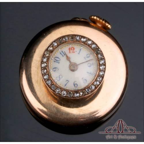 Antiguo Reloj de Ojal. Oro de 18 K y Diamantes. Francia, Napoleón III, Circa 1880