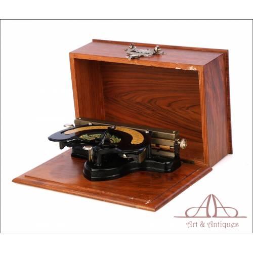 Antigua Máquina de Escribir Tipo Índex The Globe. Con Cofre. USA, Circa 1893
