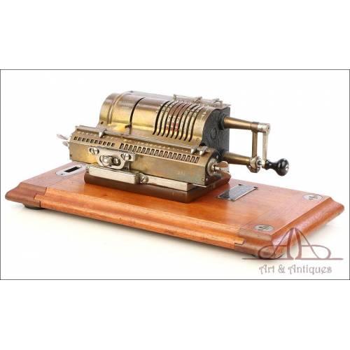 Antigua Calculadora Mecánica Britannic. Inglaterra, Circa 1920