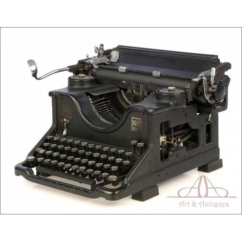 Antique Hispano Olivetti Typewriter. Spanish Keyboard. Circa 1930
